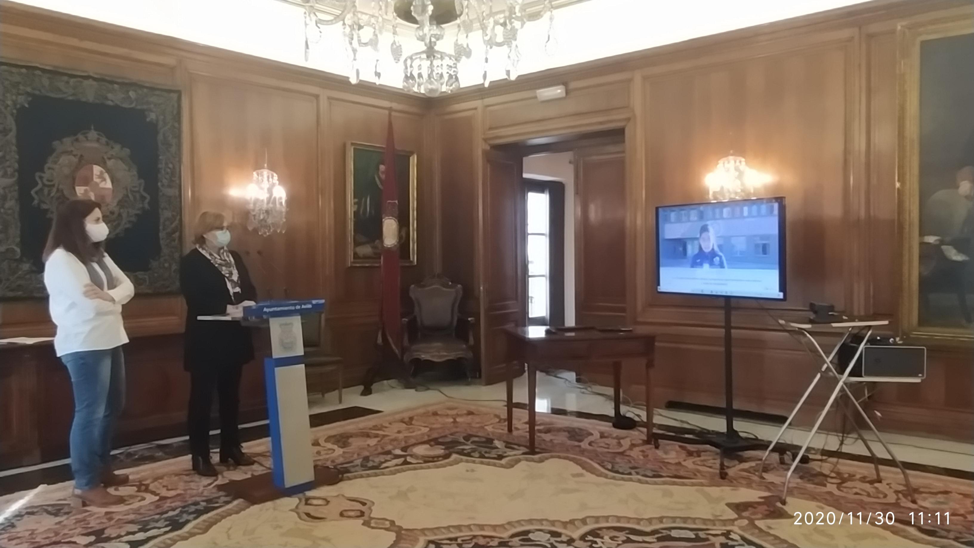Alcaldesa de Avilés presentando los vídeos conmemorativos de la Ciudad Educadora